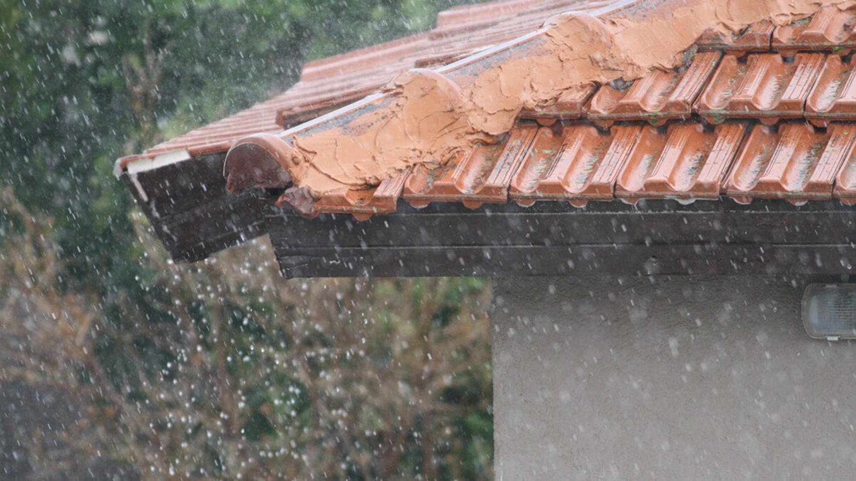 Roof_Tiles_in_the_rain
